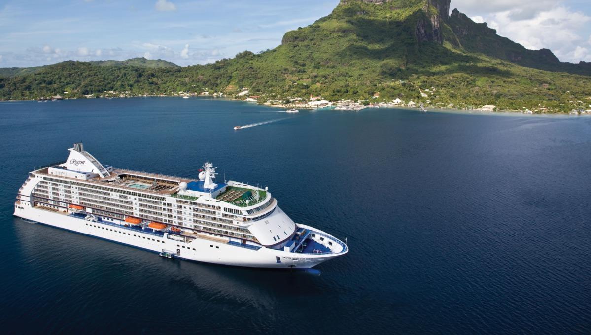 Regent Seven Seas Cruises - Seven Seas Voyager in Tahiti