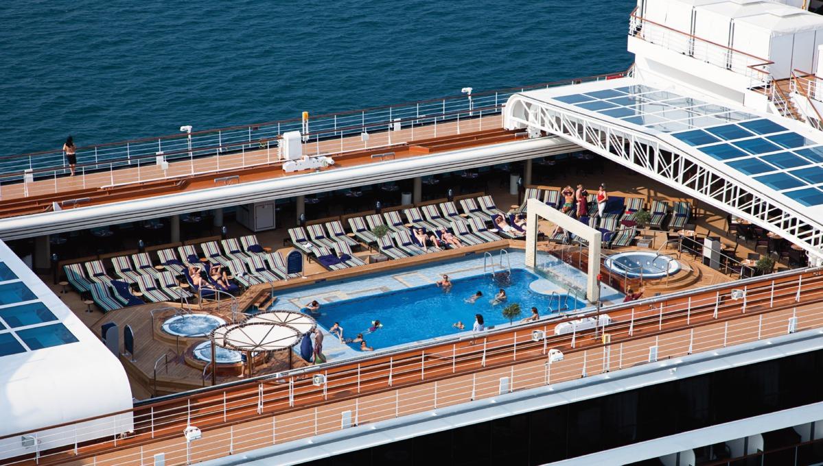 Holland America Line cruises - MS Nieuw Amsterdam pool deck