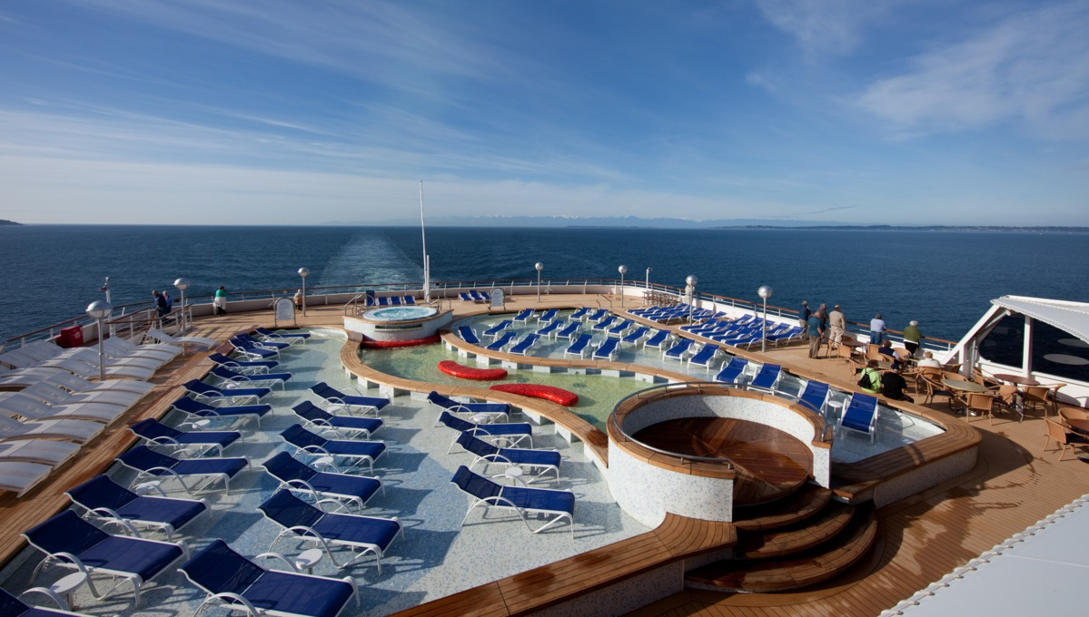 Holland America Line cruises - MS Veendam pool deck