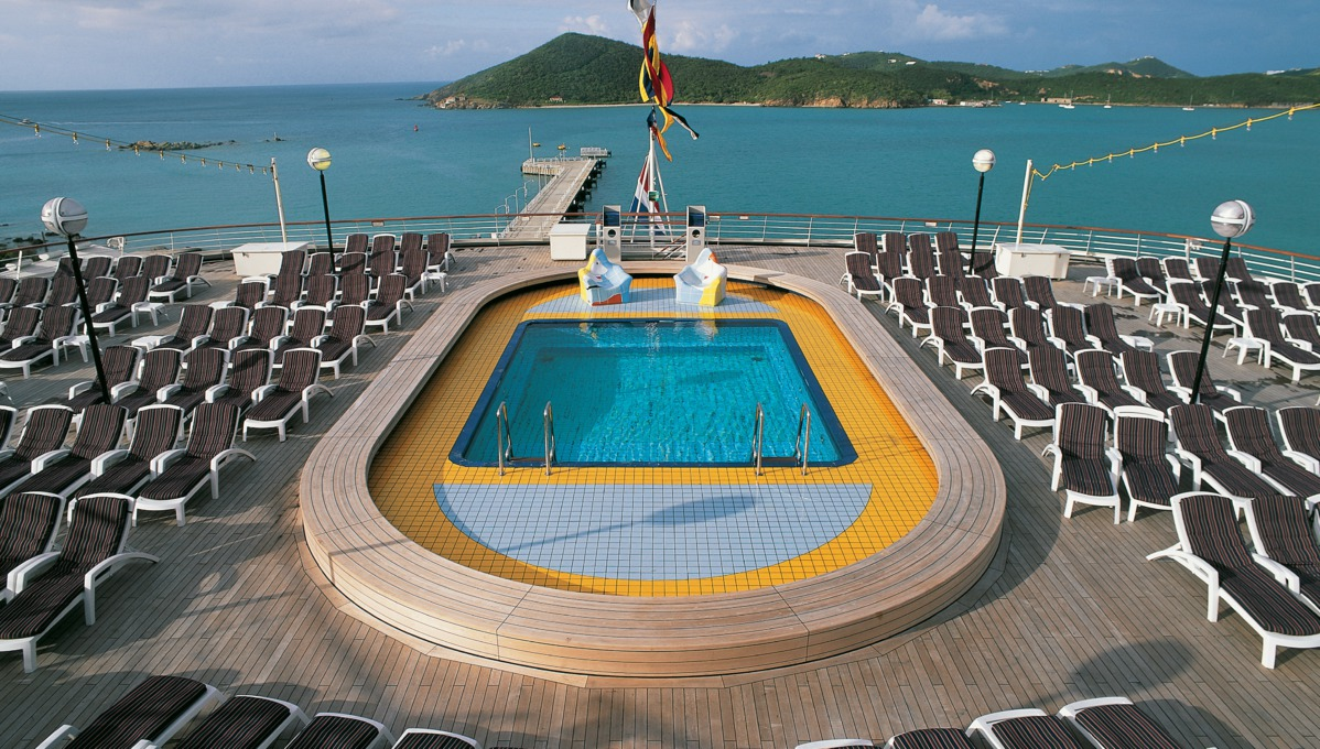 Holland America Line cruises - MS Volendam pool deck
