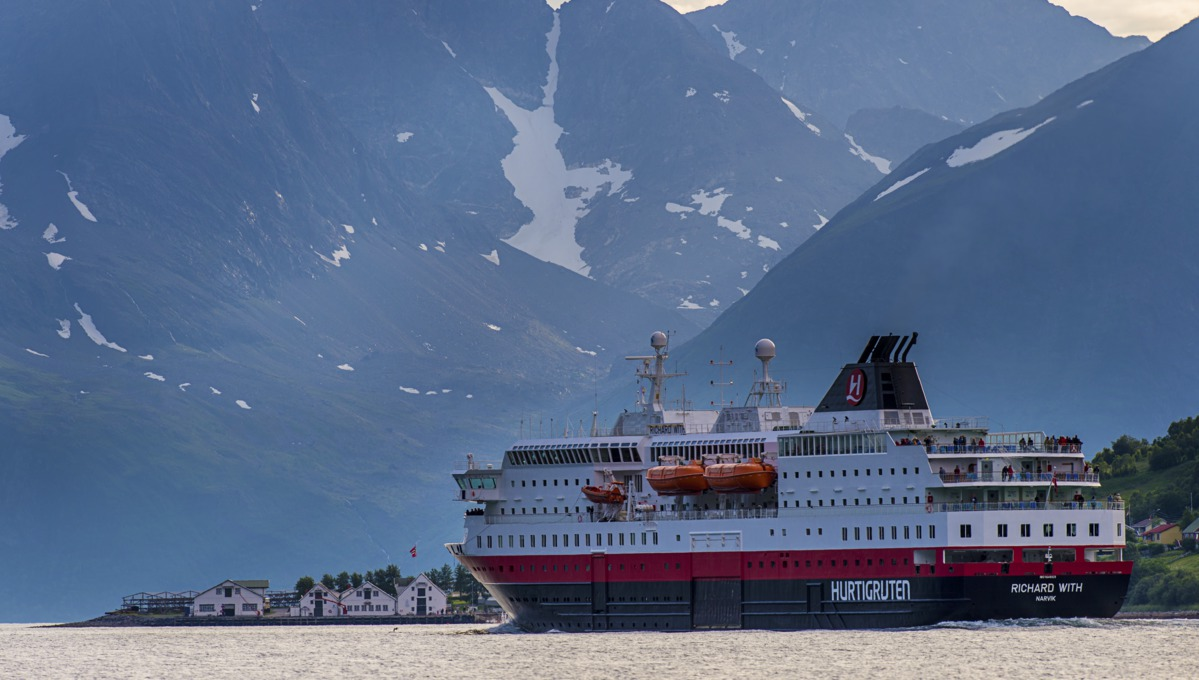 Hurtigruten - Northern Lights cruise on MS Richard With