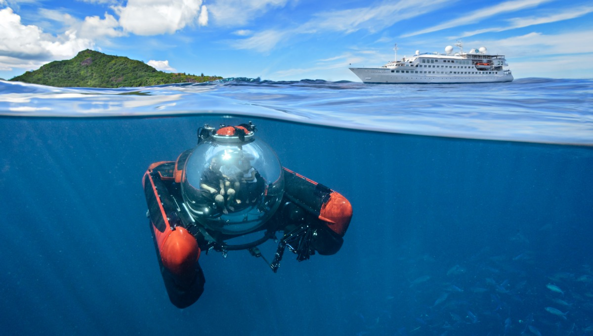 Crystal Esprit yacht cruise - Submersible in the Seychelles