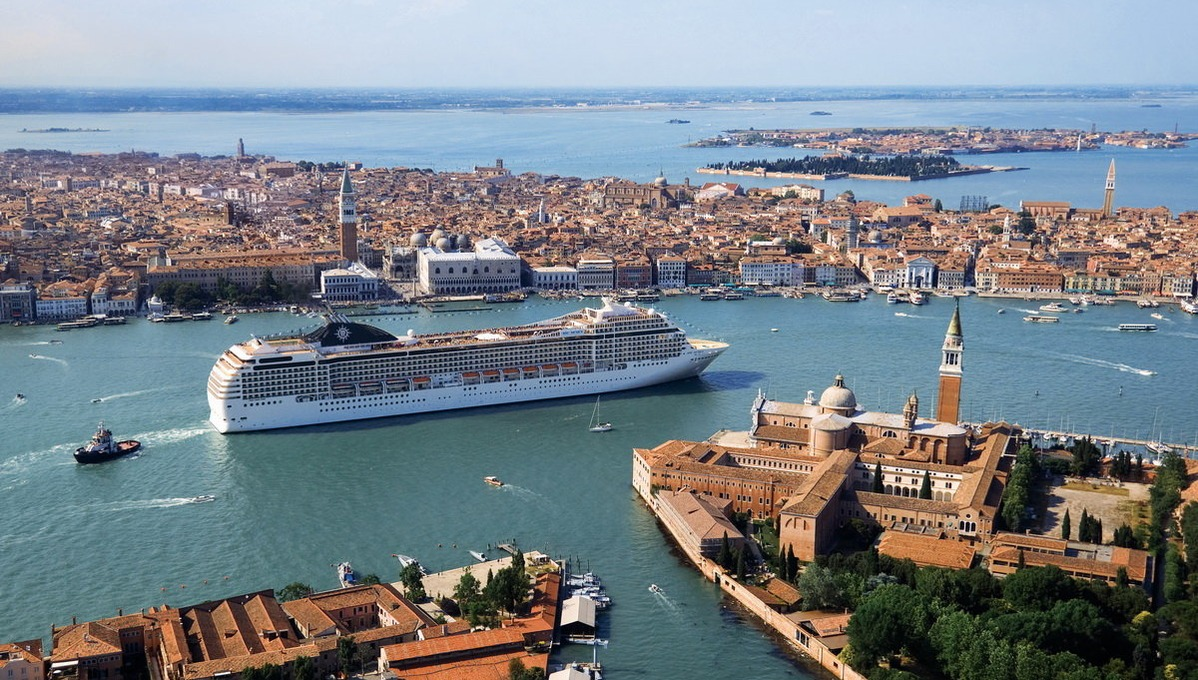 MSC in Venice - Should big cruise ships like this be banned?