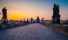 Elbe river cruises - Sunrise over Charles Bridge in Prague