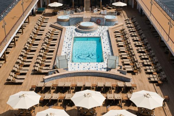 Regent Seven Seas Mariner - Pool deck