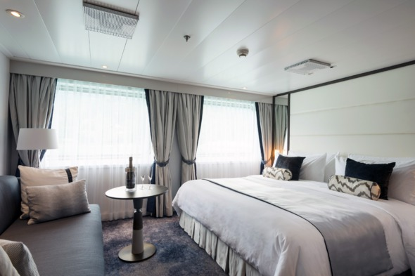 Crystal Esprit - Yacht Suite bedroom
