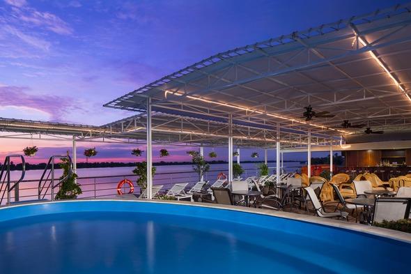 AmaWaterways - AmaDara pool