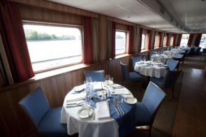 Viking Rurik dining room