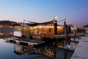 Riverside restaurant in Lyon